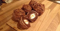 What could possibly be better than a Scotch egg? How about a Cadbury's Creme Scotch egg? It sounds like the most heavenly Easter treat ever for anyone who is a fan of the Cadbury's favo… Homemade Scotch Eggs, Scotch Eggs Recipe, Chocolate Candy Cake, Chocolate Recipes, Easter Chocolate, Easter Recipes, Egg Recipes, Candy Recipes, Sweet Recipes
