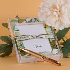 Além de útil, o Notepad fica lindo decorando sua mesa. Uma delícia de presente... Compre online • receba em casa www.paperview.com.br #paperview_papelaria #notepad #anotações #páscoa #papelariapersonalizada