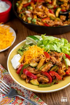 Syn Free Fajita Chicken Pasta - all the great flavours of chicken fajita's in this amazing pasta dish that the whole family will love. Slimming World and Weight Watchers friendly Slimming World Chicken Recipes, Slimming World Recipes Syn Free, Easy Chicken Recipes, Pasta Recipes, Cooking Recipes, Chicken Fajitas, Chicken Pasta, Lunch Recipes, Healthy Recipes