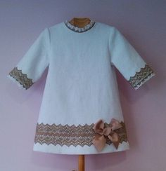 // d Site doesn't exist so inspiration only Toddler Dress, Toddler Outfits, Baby Dress, Kids Outfits, Little Dresses, Little Girl Dresses, Sewing For Kids, Baby Sewing, Little Girl Fashion