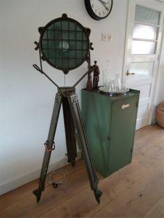 statieflamp uit het leger. gezien op www.marktnet.nl Door irenekroon1979
