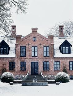 nice http://bjdhausdesign.blogspot.com/2012/03/stunning-exteriors.html