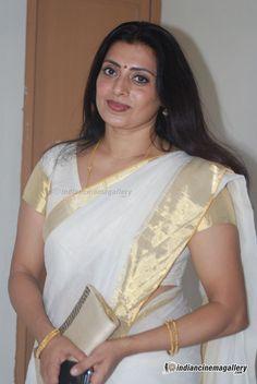 Priya Raman Photos - Priya Raman in Kerala Traditional Saree Beautiful Girl In India, Beautiful Women Over 40, Beautiful Figure, Beautiful Saree, Beautiful People, South Indian Actress Hot, Indian Actress Hot Pics, Indian Actresses, Beautiful Bollywood Actress