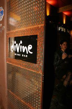 Divine Wine Bar - Galeria de Fotos Bar, Wine Recipes, Broadway Shows, Food, Photo Galleries, Meal, Eten, Meals
