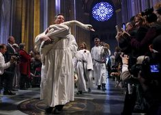 A swan is carried down the nave of the cathedral during the Procession of the Animals at the 31st annual Feast of Saint Francis and Blessing of the Animals at The Cathedral of St. John the Divine in Manhattan, October 4, 2015. REUTERS/Elizabeth Shafiroff