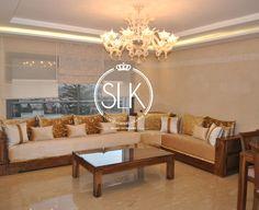 Salon marocain – chandelier suspendu – table basse – Lumiere Al Kandil Chandelier, Decoration, Room Decor, Living Room, Nice, Casablanca, Boutiques, Moroccan, Inspiration