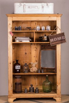 Schrank ohne Türen?  Kein Problem: Ein neues Regal ist geboren   #Landhaus #Landhausmöbel #upcycling #antikesregal Liquor Cabinet, Storage, Vintage, Furniture, Home Decor, Shelf, Closet, Repurpose, Purse Storage