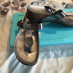 Shoes Very comfortable Italian makers silver sandals size 9 1/2 they are too small for me I wish I could wear them ! Italian shoemakers Shoes Sandals