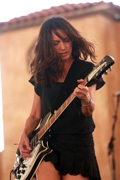 Susanna Hoffs Photos - Musician Susanna Hoffs performs onstage during day 3 of 2014 Stagecoach: California's Country Music Festival at the Empire Polo Club on April 2014 in Indio, California. Female Guitarist, Female Singers, Susanna Hoffs, Music Collage, Women Of Rock, Girls In Mini Skirts, Guitar Girl, Pop Rock Bands, Body Poses