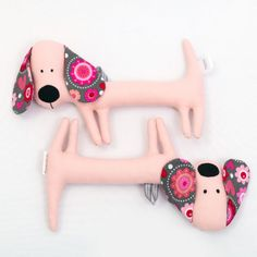 Although the dachshund is primarily intended for babies, it has its fans from all ages. Due to its elongated, thin body it fits perfectly in baby hands. Unique Baby Gifts, Baby Hands, Prams, Baby Safe, New Moms, Baby Toys, Dachshund, Little Ones, Baby Shower Gifts