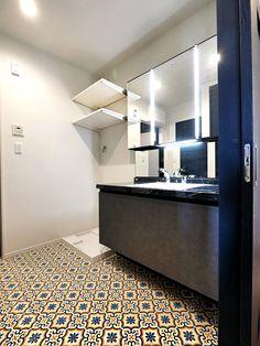毎日さっぱりと気持ちよく使えます Sankyo, Mirror, Bathroom, Furniture, Design, Home Decor, Washroom, Decoration Home, Room Decor