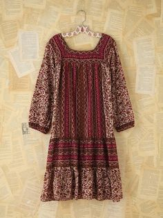 Free People Vintage Printed Boho Dress in autumnal hues of rusted reds and browns Gypsy Style, Hippie Style, Bohemian Style, Boho Chic, My Style, Look Fashion, Fashion Outfits, Womens Fashion, Estilo Hippie