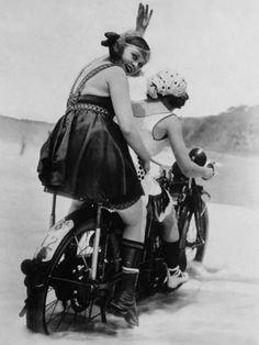 34 Vintage Photos of Badass Women Riding on Motorbikes in the 1920s