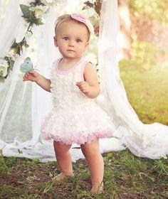 Baby feestjurk Romantic met bijpassende haarband. De mooiste baby jurken voor feest, bruiloft, doop en kerst vindt hier online.