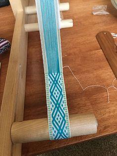 Ravelry: FortCollinsKnits' Z - Inkle Guest Towel Set Inkle Weaving Patterns, Weaving Designs, Weaving Projects, Loom Patterns, Card Weaving, Weaving Art, Loom Weaving, Tapestry Loom, Medieval Crafts
