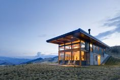Built using the hill with fantastic windows for views. Love the flat roof with big overhangs. nahahum   prentiss balance wickline architects