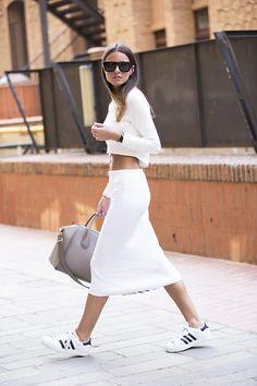 белая юбка-карандаш  в спортивном стиле