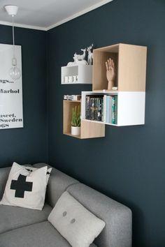 Nyanser av blått Floating Nightstand, Floating Shelves, Bathroom Medicine Cabinet, Studio, Interior Ideas, Table, Inspire, Inspiration, Furniture