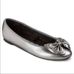 NWT• Sam & Libby• Chelsea• Pewter Flats These are perfect for everyday wear or dress up. Has a cushioned sole• Decorative Bow• Sam & Libby Shoes Flats & Loafers
