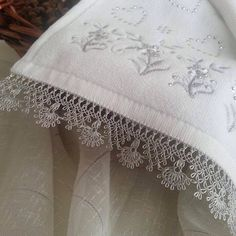 This Pin was discovered by Ayt Needle Tatting, Needle Lace, Bobbin Lace, Crochet Lace Edging, Easy Crochet, Embroidery Patterns, Hand Embroidery, Sewing Hacks, Sewing Crafts
