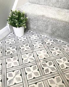 hallway flooring Flooring idea for downstairs toilet Hall Tiles, Tiled Hallway, Modern Hallway, Hall Flooring, Kitchen Flooring, Ceramic Flooring, Flooring Ideas, Entryway Flooring, Modern Flooring