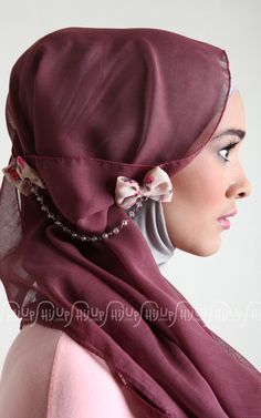 Stylish Hijab with crystals come in different designs that suit perfectly to your personal taste as well as the occasions. Usually a well decorated hijab with Stylish Hijab, Modest Fashion Hijab, Hijab Chic, Islamic Fashion, Muslim Fashion, Women's Fashion, Fashion Outfits, Hijab Collection, Hijab Pins