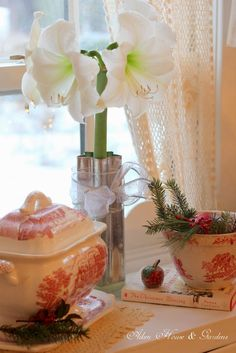 Aiken House & Gardens: Red & White Kitchen Christmas Touches