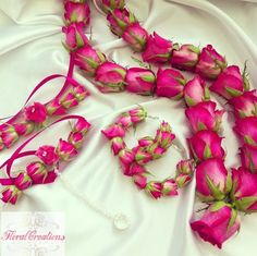 A big trend for mehndi's is the floral jewellery such as earrings, gajras (bracelet), and hair chotlis. I have been making a variety of mehndi floral jewellery made from fresh and silk flower… Flower Garland Wedding, Floral Wedding, Wedding Garlands, Desi Wedding, Wedding Flowers, Wedding Mandap, Wedding Ideas, Wedding Receptions, Wedding Pictures