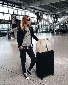 海外旅行と空港のオシャレファッションコーディネート
