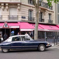 かつてシトロエン工場があったケ・アンドレ・シトロエンにあるカフェにて。