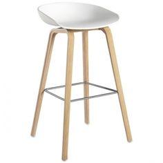 En barstol skal være god å sitte i, og det er denne!Barstolen AAS 32 About a stool er i samme serie som den populære About a chair AAC 22 stol .Skall: Hvit Polypropylene.Base: Solid EikHøy: 50 x D 46 x Sittehøyde 75 cm, total høyde 86 cm ( På lager til omgående levering)Lav: 50 x D 43 x Sittehøyde 65 cm, total høyde 76 cm ( På lager til omgående levering)PS. Har du en