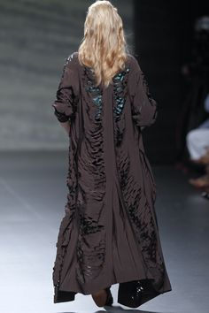 Martin Lamothe SS 2011 back At Madrid, Summer Coats, High End Brands, Vivienne Westwood, Alexander Mcqueen, Clever, Kimono Top, Runway, Nice