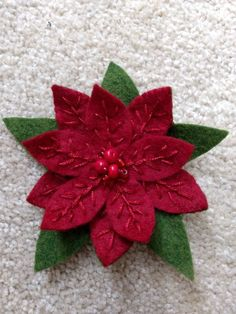 Ideas Sewing Projects Christmas Inspiration For 2019 Christmas Sewing, Handmade Christmas, Christmas Crafts, Christmas Quilting, Christmas Christmas, Felt Christmas Ornaments, Diy Ornaments, Beaded Ornaments, Felt Crafts