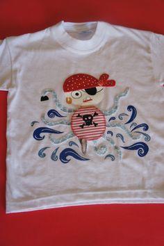 Nubes Y Algodones ha querido sorprender a nuestro pequeño Beltrán con este Pulpo Pirata para que juntos surquen los mares en busca de tesoros. Qué guapo vas a estar Pirata Beltrán!!!
