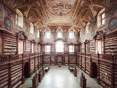 Biblioteca dei Girolamini Napoli