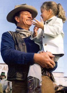 John Wayne with daughter Aissa in 1960 while making THE ALAMO - http://www.dunway.com/