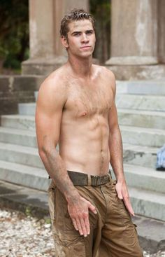 Pin for Later: Behold the Grand Tradition of Shirtlessness in a Nicholas Sparks Movie Liam Hemsworth, The Last Song He's so dirty that it's totally normal to imagine him in the shower next. Liam Hemsworth, Chris Hemsworth Workout, Hemsworth Brothers, Jeremy Irvine, Eric Bana, George Clooney, Orlando Bloom, Hugh Jackman, Brad Pitt