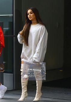 23d3521638cc4 Bolsa transparente  Ariana Grande aposta em modelo vintage da Hermès