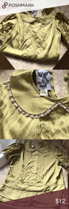 Vintage baby doll blouse! Vintage olive green pan collar baby doll shirt 100% silk! Super cute and great condition ❤️ Tops Blouses