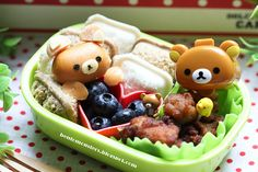 So stinking cute!  Love the little sandwiches....need to figure those out.