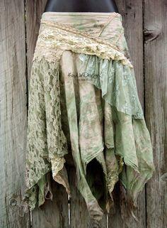 Resultado de imagem para how to diy tutorial tattered fairy leather wrap skirt Bohemian Style, Boho Chic, Skirt Tutorial, Diy Tutorial, Lace Skirt And Blouse, Boho Fashion, Fashion Design, Steampunk Fashion, Gothic Fashion