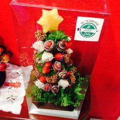 Árbol de Navidad de fresas con chocolate Dipped Strawberries, Strawberry Dip, Cake Pops, Table Decorations, Chocolate Strawberries, Candy Stations, Miniatures, Xmas, Cakepops