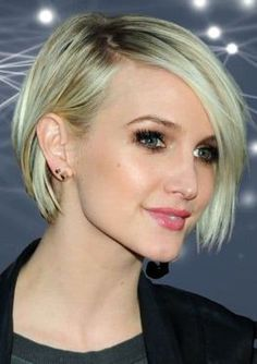 What can I do with short bob hair styles? What would I look like with a short bob? You will look more modern and young with short bob haircuts. Modern Bob Hairstyles, Blonde Bob Hairstyles, Hairstyles Haircuts, Straight Hairstyles, Modern Bob Haircut, Short Layered Bob Haircuts, Short Hair Cuts, Short Hair Styles, Medium Bob Haircuts
