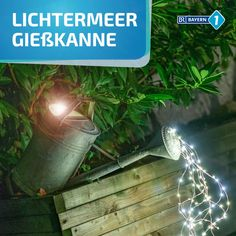 Giesskanne mit Lichterkette So simple and so effective: We recycle our old zinc watering can and make a cool DIY garden lamp out of it! Diys, Garden Lamps, Watering Can, Diy Videos, Hydroponics, Cool Diy, Fairy Lights, Outdoor Lighting, Gardening Tips