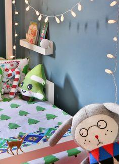 Coleção de Natal da @amomooui para decorar o quartinho das crianças, pois não resistimos a melhor época do ano!! Itens de festa e brinquedos da @mimootoysndolls, móveis @bodododesign e produção @mixconteudo #natal #decoração #quarto #quartinho #criança #bebê #roupadecama #decor #detalhe #inspiração #pinheiro #gingerbread #candycane #christmastree #toy #brinquedo #presente #gift #christmas #bedroom #kids #children #baby #nursery #detail #inspiration #árvoredenatal #árvore