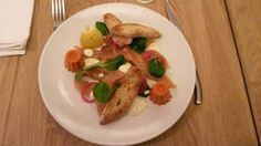 Saumon mariné travaux et cannelés de poivron rouge