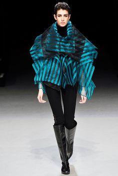 Issey Miyake Fall 2009 Ready-to-Wear Fashion Show