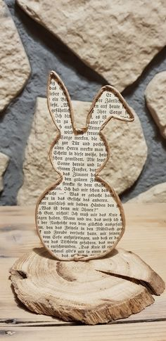 Easter Bunny-Osterhase This rabbit goes with any spring and Easter decoration. Kids Origami, Origami Art, Easter Crafts, Crafts For Kids, Easter Decor, Happy Easter, Easter Bunny, Bunny Bunny, Easter Eggs