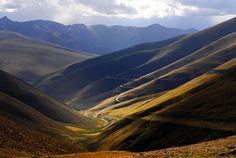 The road ahead is empty, Tibet