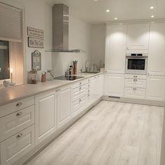 39 What You Need to Do About Modern Kitchen Cabinet Design Ideas - walmartbytes Kitchen Inspirations, Home Decor Kitchen, Kitchen Style, White Kitchen Design, Kitchen Room Design, Kitchen Design Small, Modern Kitchen Cabinet Design, Kitchen Room, Modern Kitchen Room